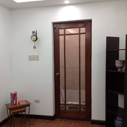 Home in the City - One bedroom Suite - Manila - Hus