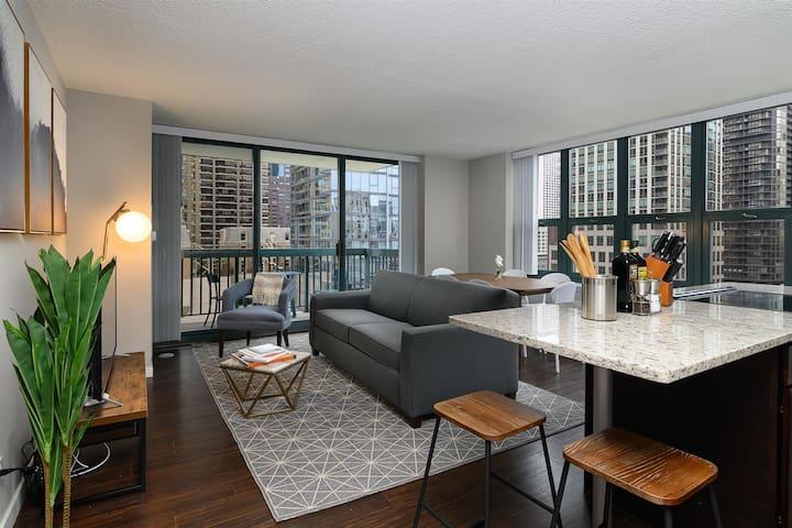 Kasa | Chicago | Family Perfect 2BD/2BA River North Apartment