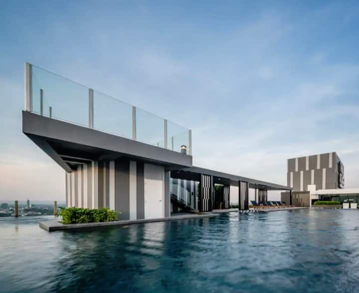 Direct Sea View room Sky high pool central Pattaya