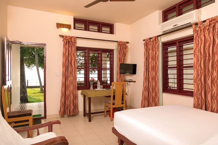 6 Lakeside Ac Rooms,In Kerala For Up To 18  Person - Kumarakom - Villa