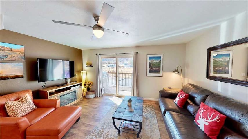 3 Bed Condo With Stunning Moab Rim Views, Outdoor Pool  - Red Cliff Condos ~ 3E