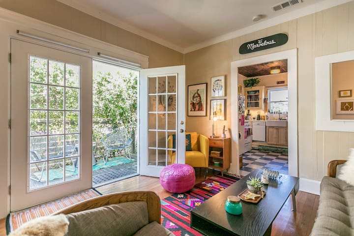 SOCO Eclectic 1930's Bungalow with Hot Tub - Austin - Bungalow