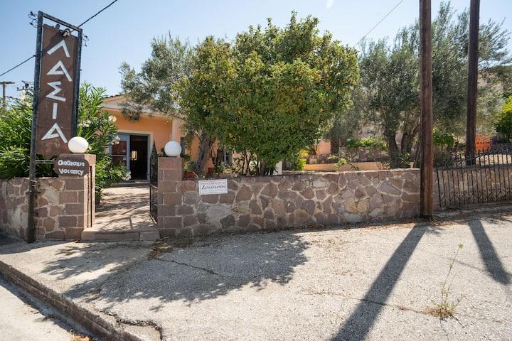 Íntimo apartamento en Lesbos, cerca de la playa y el centro