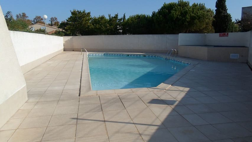 Jolie villa, terrasse, jardinet, piscine, parking - Agde - Apartment