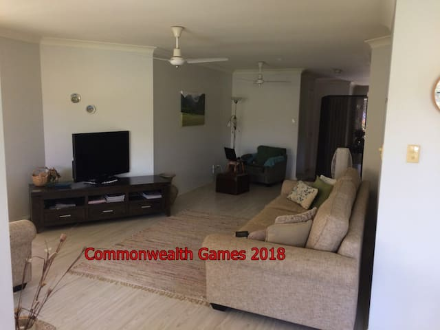Gold Coast 3 bdrm House sleeps 5. - Varsity Lakes - House