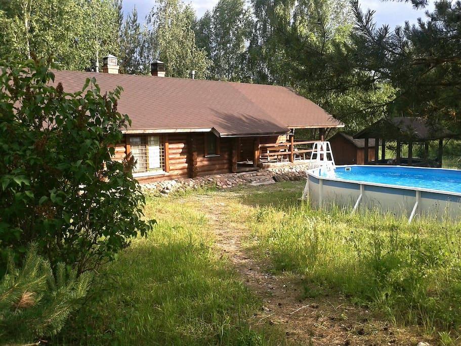 Русская баня на дровах, бассейн и детская площадка