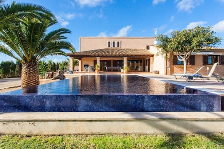 VILLA WITH PRIVATE POOL AT  15 MIN FROM THE BEACH OF  ESTRENC - Campos - Villa