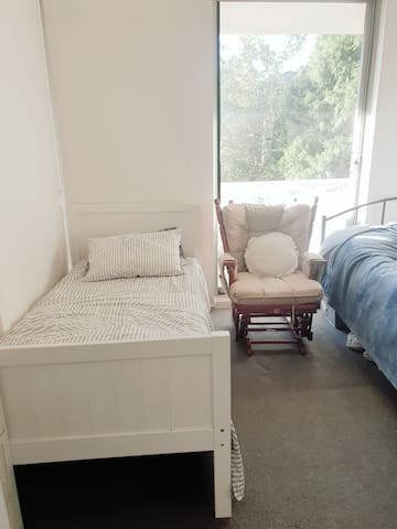 Single bed in share room in Randwick