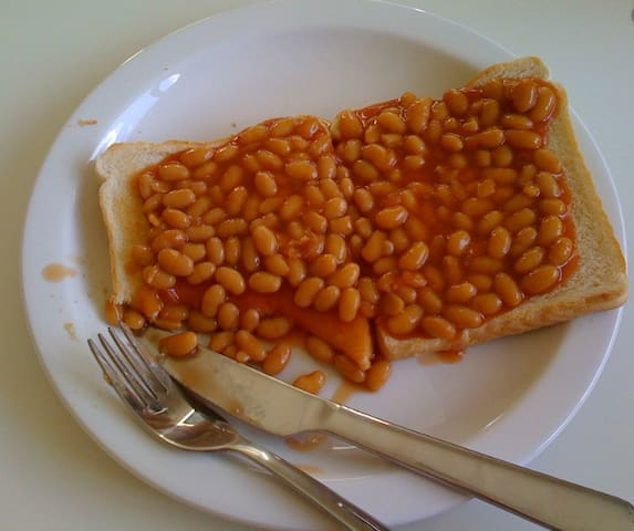 Option 2: Baked beans on toast with juice for $7.00