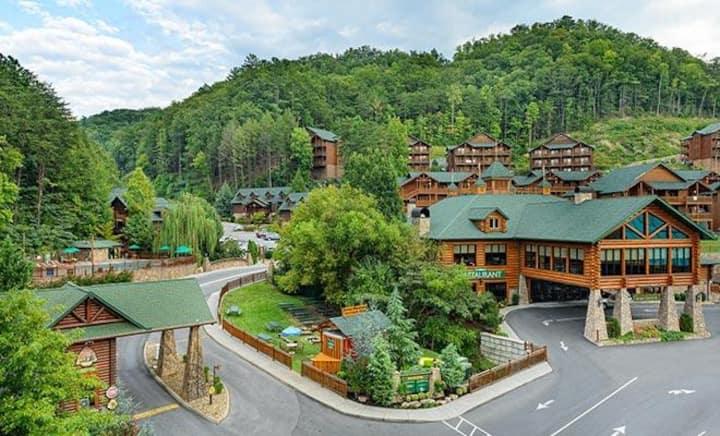 Luxury Cabin at Desirable Smokey Mountain Resort