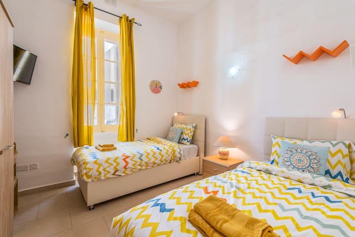 Cozy room ★ A/C ★ walk to the beach