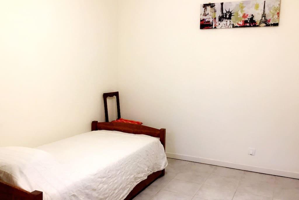 Chambre n°3 - 2 lits (80x190)