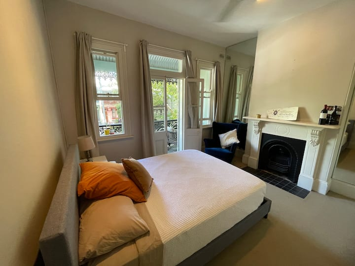 Large Master Bedroom in Heart of Paddington
