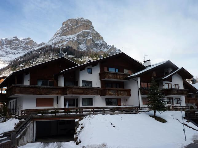 Rustic Apartment near Ski Areas with Wi-Fi, Garden and Terrace
