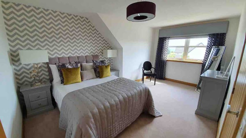 Double Bed Room in Stonehaven, Neutral Decor