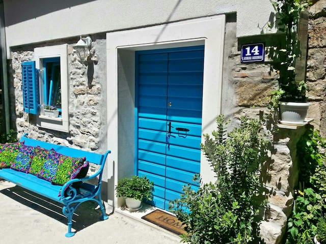 FISHERMAN'S COTTAGE BY THE SEA - Kaštel Lukšić - บ้าน