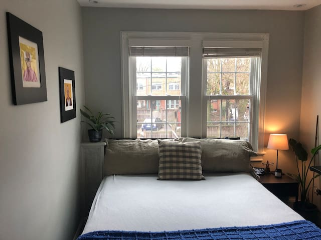 Private, sun-filled room near Georgetown