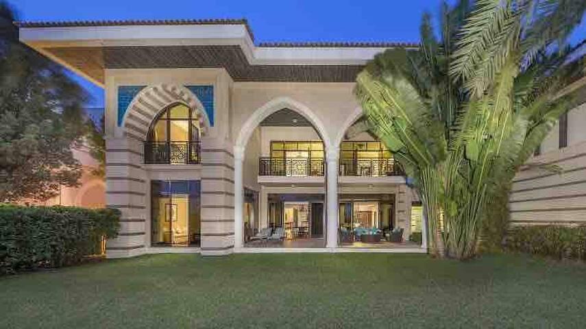 Super Luxury Villa Include all Hotel facilities