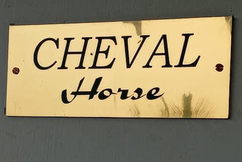 "Belle Pondy ""Cheval"""