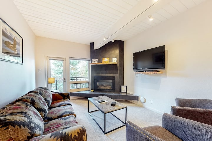 Beautifully Updated, Ski-In/Ski-Out Condo w/ Fireplace, WiFi & Shared Hot Tub!