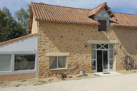 Maison de Charme en Dordogne avec piscine - Nantheuil - บ้าน