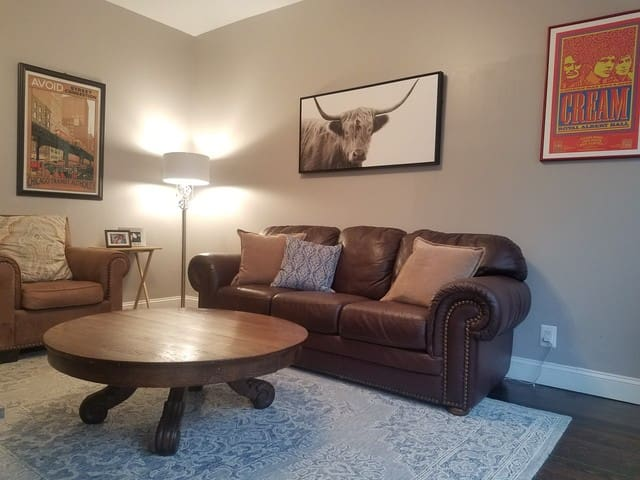 Fully Renovated 2 Bed, 15 Min from United Center