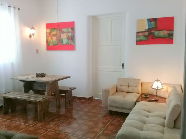 Apartment 1 room w/ INTERNET 3G (Downtown Vedado)