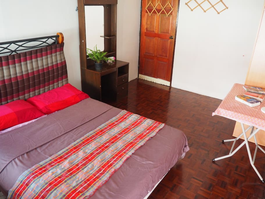 Private AC bed room for 2 guests. There's a balcony, window, working space, closet and make up table. No private bathroom&toilet.