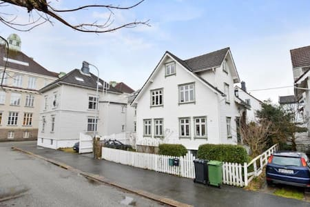 Charming house and garden close to city center - Stavanger - Villa