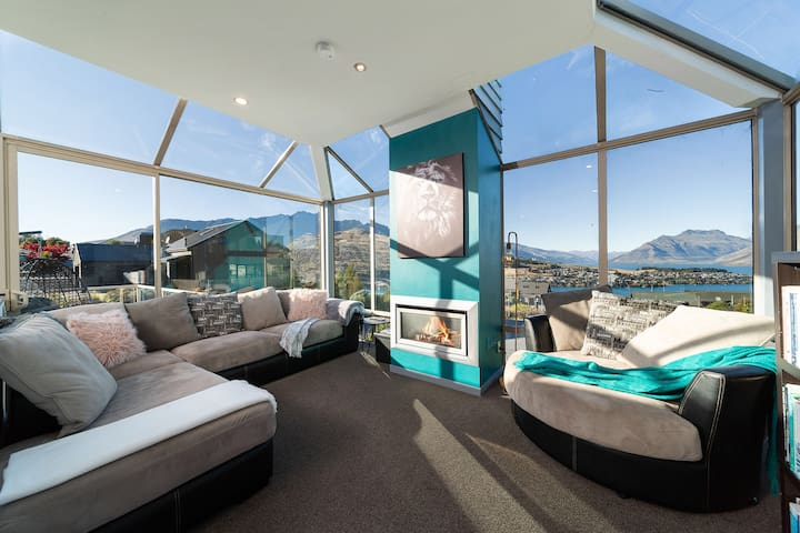 Stunning Views and Great Living Space-2bed/2bath.
