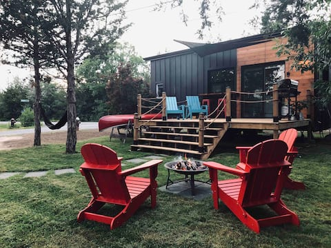 Unique Camping🏕 Boutique Tiny Home Across From PEC