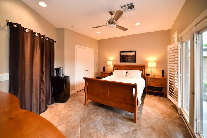 ✷ Couples Getaway ✷ Private Room/Entrance