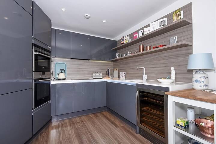 2 bedrooms. Private bathroom - Londres - Pis