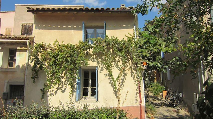 Charmante maison de hameau au pied du Mont Ventoux - Bédoin - Dům