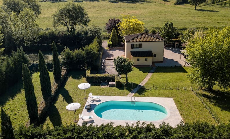 Private Villa with A/C, private pool, WIFI, patio, panoramic view, parking, close to Montepulciano