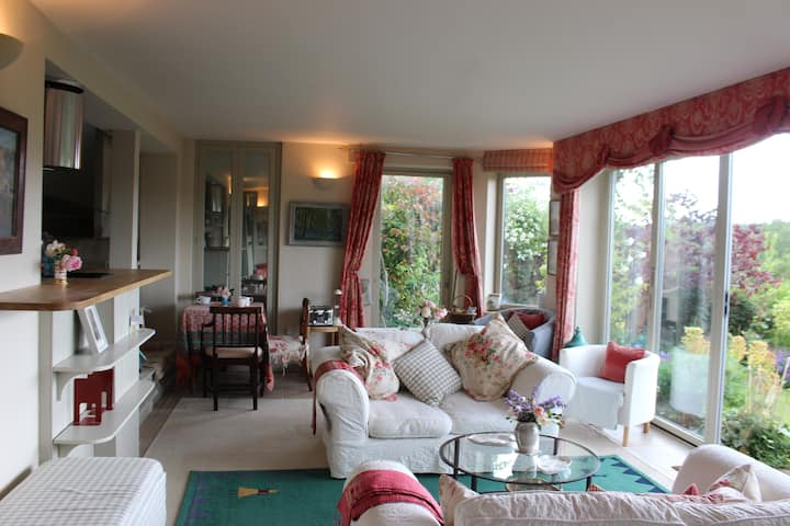 Self contained 2 bed flat with sensational views