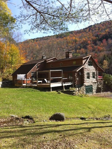 Secluded Log Cabin - Bridgewater - Maison