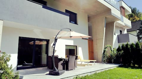 Flamind Holiday Apartment with 2 bedrooms & garden