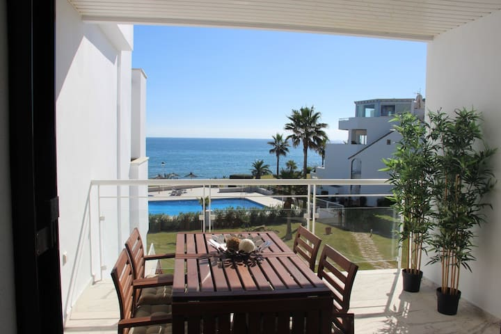 WONDERFUL APARTMENT BEACH FRONT, CASARES DEL MAR