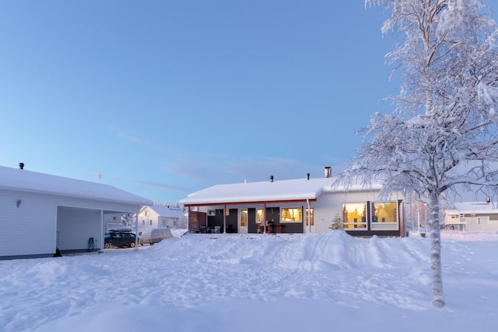 Villa Aurora Holiday Home