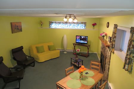 Comfy Cabana Suite; 4 mins to UVic, 14 to downtown - Victoria - Huis