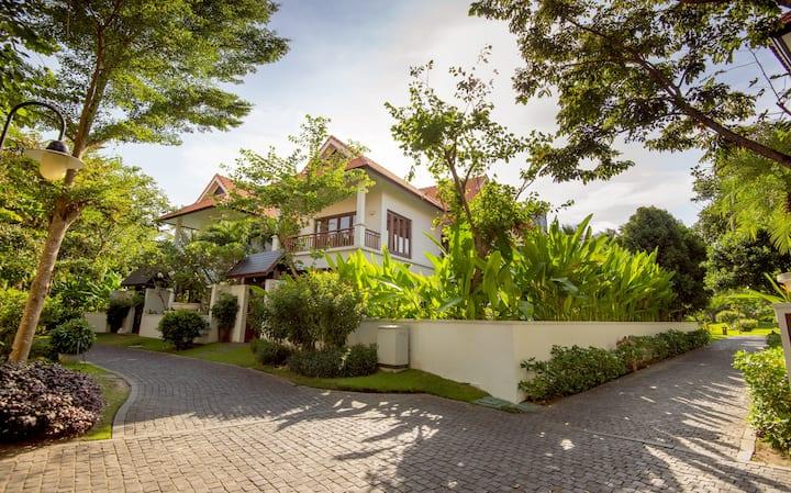 5-Star Furama Villa Danang, My Khe Beach with 3 BR