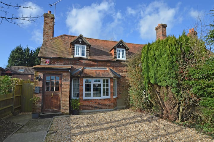 The Old Post Office, Rural Cottage - Hampshire - House