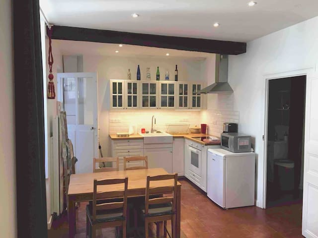 Quiet flat in the heart of historic city of Nantes