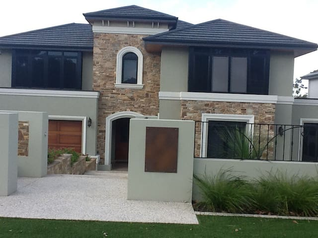 Large bedroom & private bathroom - Floreat - Hus