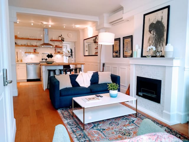 Modern/Classic RowHome by Freshest Fishtown Spots