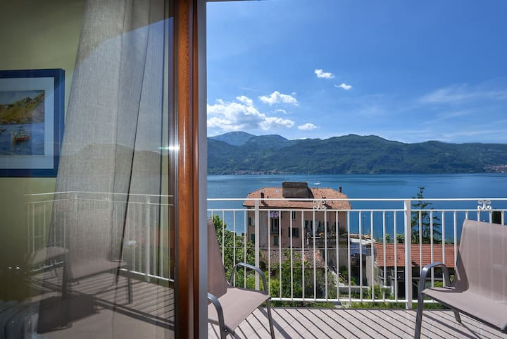 SUITE WITH DOUBLE BALCONY AND LAKE VIEW