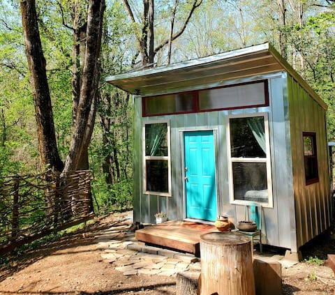 Off Grid Tiny Cabin Close to Everything N. Georgia