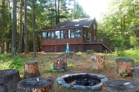 Secluded Lakehouse Retreat - Forestburgh - Talo