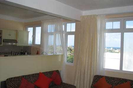 Luxurious Apartment with Magnificent Views - Blue Bay
